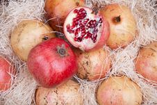Free Red Pomegranates In A Box Stock Images - 17181954
