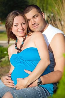Free Happy Husband Embracing Pregnant Wife Royalty Free Stock Photos - 17182858