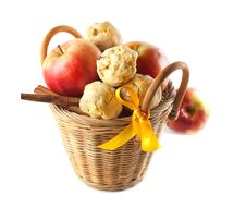 Free Red Apples In The Basket Stock Images - 17189594