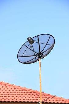 Free Satellite Antenna Royalty Free Stock Photo - 17190915