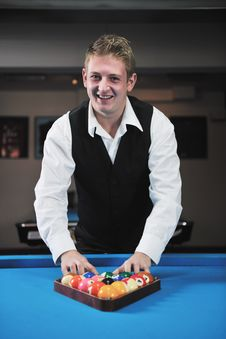 Free Young Man Play Pro Billiard Game Royalty Free Stock Photography - 17193947