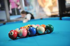 Free Young Man Play Pro Billiard Game Stock Images - 17194894