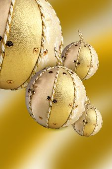 Free Gold Ball Royalty Free Stock Photography - 17194897