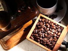 Free Cup Of Espresso Coffee, Old Grinder And Beans Stock Photo - 17198100