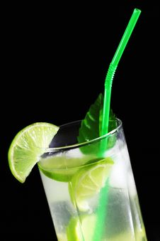 Free Mojito Cocktail With Fresh Limes Royalty Free Stock Image - 17199046