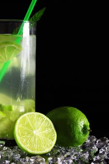 Free Mojito Cocktail With Fresh Limes Stock Image - 17199111