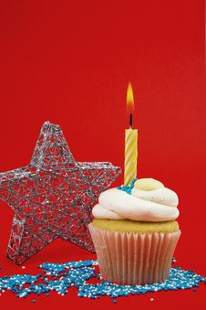 Free Cupcake With Candle Royalty Free Stock Photos - 17201148