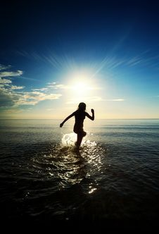 Free Girl Running In The Sea Royalty Free Stock Images - 17208629