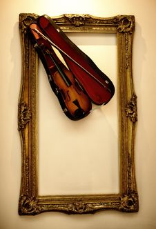 Free Picture Frame With The Violin Stock Photos - 17209033