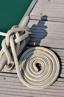 Free Boat Rope Twist Into Circle On Dock Royalty Free Stock Photography - 17210877