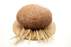 Free Round Bread With Wheat Ears Royalty Free Stock Photos - 17211378