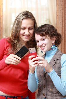 Free Two Girls With Mobile Phones Royalty Free Stock Photography - 17211647