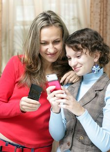 Free Two Girls With Mobile Phones Royalty Free Stock Photography - 17211657