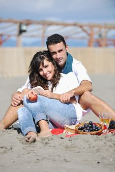 Free Young Couple Enjoying  Picnic On The Beach Royalty Free Stock Photography - 17211827