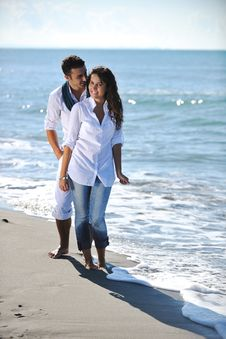 Free Happy Young Couple Have Fun At Beautiful Beach Royalty Free Stock Photo - 17214625