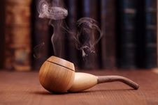 Free Smoking Tobacco Pipe Royalty Free Stock Photography - 17215177