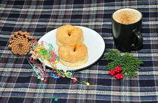 Free Scottish Mince Pie And A Cup Of Coffee Stock Photos - 17215313