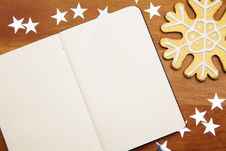 Free Blank Notebook With Snowflake Royalty Free Stock Photography - 17216657