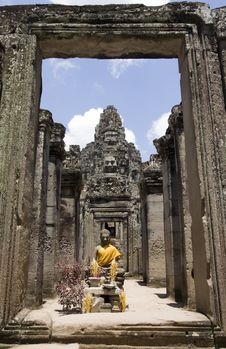 Free Bayon Statue Framed In Doorway Stock Image - 17218281