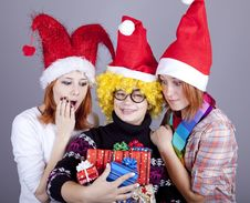 Free Three Girlfriends In Funny Hats Royalty Free Stock Photography - 17221107