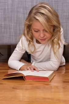 Free Girl Reading Stock Photos - 17224363