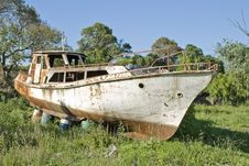 Free Rusty Boat On The Grass Stock Images - 17225484