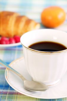 Free Breakfast. A Cup Of Coffee And Croissant Royalty Free Stock Photos - 17228518