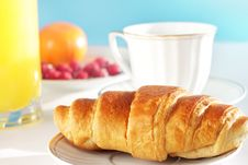 Free Breakfast. A Cup Of Coffee And Croissant Royalty Free Stock Images - 17228549