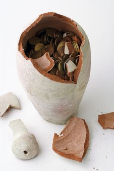 Free Broken Piggy Bank Royalty Free Stock Photography - 17229957