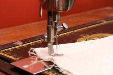 Free Ancient Sewing Machine Stock Photo - 17230290