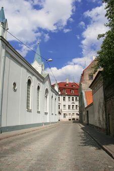 Free Small Street In Old Riga Royalty Free Stock Photography - 17230547