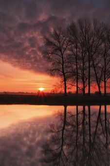 Free Dawn Reflection Royalty Free Stock Photo - 17231035