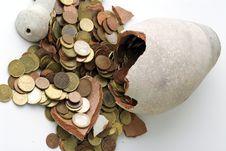 Free Broken Piggy Bank Royalty Free Stock Image - 17234356