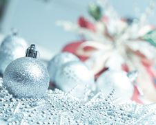Free Silver Ball For Chirstmas Stock Image - 17235981