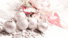 Free Silver Ball For Chirstmas Royalty Free Stock Photography - 17236017