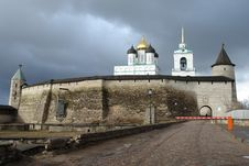 Free The Pskov Kremlin, Fortification Royalty Free Stock Photo - 17236025