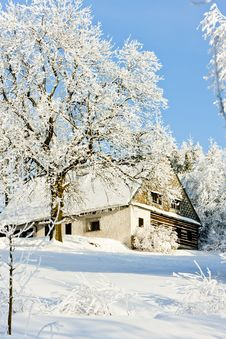 Free Cottage In Winter Royalty Free Stock Photo - 17236425