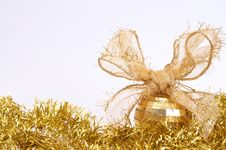 Free Gold Christmas Bauble Stock Image - 17237901