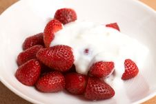 Free Strawberries And Cream Stock Photography - 17247732