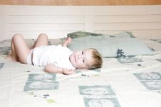 Free Child On Parent S Bed Stock Photo - 17248850