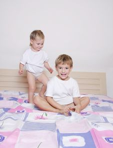 Free Children On Parent S Bed Stock Image - 17248861