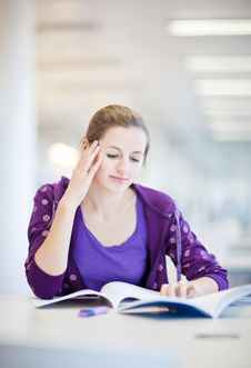 Pretty Female College Student In A Library Royalty Free Stock Photography