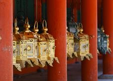 Free Golden Japanese Latern Royalty Free Stock Image - 17254576