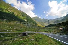 Free Road In The Mountains Royalty Free Stock Image - 17258796