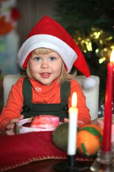 Free Small Girl With Gift Christmas Box Royalty Free Stock Photography - 17259957