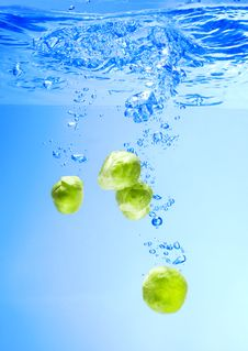 Free Brussels Sprouts Falling In Water Stock Images - 17262624