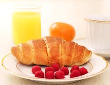 Free Breakfast. A Cup Of Coffee, Croissant Royalty Free Stock Image - 17264816