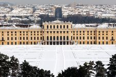 Free Schönbrunn Palace With Snow Royalty Free Stock Image - 17266916