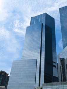 Free Glass Reflecting Skyscraper Royalty Free Stock Images - 17269059
