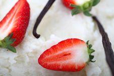 Free Strawberries And Vanilla Royalty Free Stock Photos - 17269728